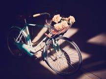 Bici azul del vintage Imagen de archivo libre de regalías
