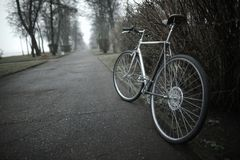 Bici del vintage en la foto de la calle Fotos de archivo