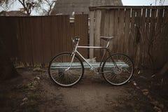 Bici del vintage en la foto de la calle Foto de archivo libre de regalías