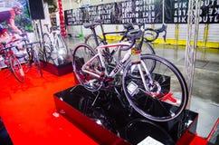 Bici della strada di BMC negli schermi a colori grigi all'Expo internazionale della bici di Bangkok Fotografie Stock
