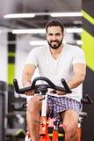 Bici di esercizio di allenamento dell'uomo Immagine Stock Libera da Diritti
