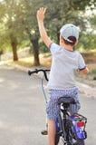 Bici di guida del ragazzino fotografia stock