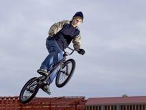 Bici di guida del ragazzo Immagini Stock