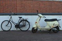 Bici e motociclo Fotografia Stock Libera da Diritti