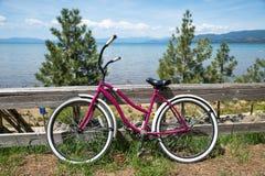 Bici ed il lago Tahoe Immagine Stock