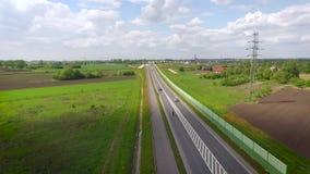 Bici en el camino almacen de metraje de vídeo