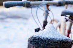 Bici en la nieve Foto de archivo libre de regalías