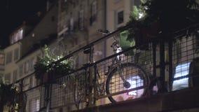 Bici en la noche almacen de video