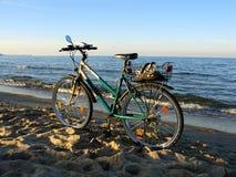 Bici en la playa foto de archivo libre de regalías