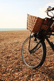 Bici en la playa en Brighton Imagenes de archivo
