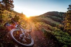 Bici en la salida del sol Fotografía de archivo