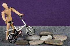 Bici en las rocas Fotos de archivo