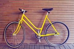 Bici gialla dell'annata Fotografia Stock