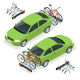 Bici isometriche caricate sul retro di un Van Automobile e biciclette Illustrazione piana di vettore di stile isolata su bianco Immagini Stock Libere da Diritti