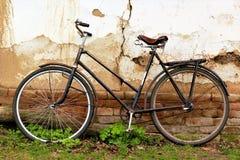 Bici oxidada del viejo vintage Fotografía de archivo libre de regalías