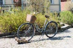 Bici oxidada vieja imágenes de archivo libres de regalías