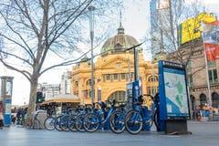 Bici pública de Melcourne en la estación de la calle de Flinder Imagen de archivo libre de regalías