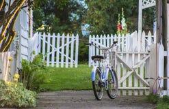 Bici parcheggiata retro Stile di vita, viaggio sulle ruote Fotografie Stock