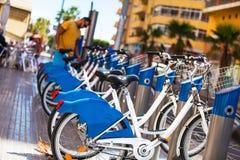 Bici per affitto nella città Immagine Stock