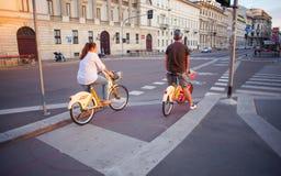 Bici que comparte en Milano Fotografía de archivo