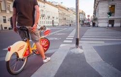 Bici que comparte en Milano Foto de archivo