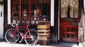 Bici que viaja roja Fotos de archivo libres de regalías