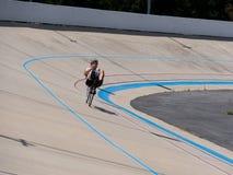 Bici reclinada en la pista de la bici en la competencia Fotografía de archivo libre de regalías