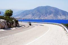 Bici su una strada piena di sole della linea costiera Immagine Stock Libera da Diritti