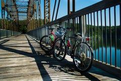Bici sul ponte Immagini Stock
