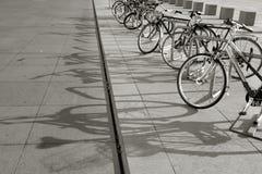 Bici in una riga Fotografia Stock