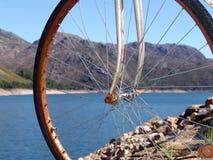 Bici vieja en la montaña Fotos de archivo libres de regalías
