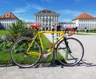 Bici y castillo 2 Foto de archivo