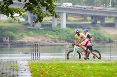 Bici y lluvia Imagenes de archivo
