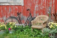 Bici y silla fotos de archivo
