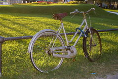 Bicicle parcheggiato Fotografie Stock