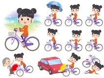 Bicicleta étnica chinesa da cidade da mulher da roupa Foto de Stock Royalty Free