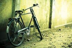 Bicicleta abandonada foto de archivo libre de regalías