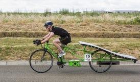 Bicicleta accionada solar - taza solar 2017 Imagen de archivo