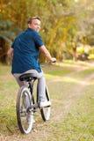 Bicicleta adolescente del muchacho Foto de archivo