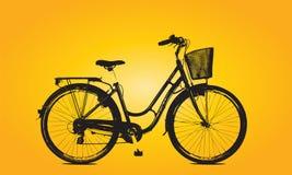 Bicicleta aislada en fondo anaranjado Imagen de archivo libre de regalías