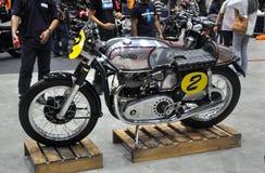 Bicicleta alterada do costume do piloto do café Fotos de Stock