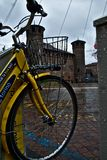 Bicicleta amarela fotos de stock royalty free