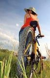 Bicicleta amarilla foto de archivo libre de regalías