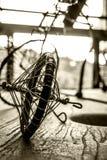 Bicicleta atada con alambre Foto de archivo libre de regalías