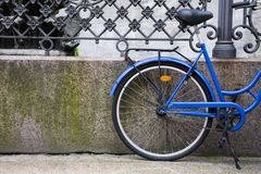 Bicicleta azul en Dinamarca Imagen de archivo libre de regalías