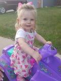 Bicicleta bonito da equitação da criança imagens de stock royalty free