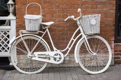 Bicicleta branca Imagens de Stock