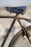 Bicicleta china vieja oxidada fotos de archivo libres de regalías