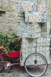 Bicicleta com presentes foto de stock