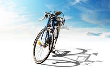 Bicicleta com sombra Imagens de Stock Royalty Free